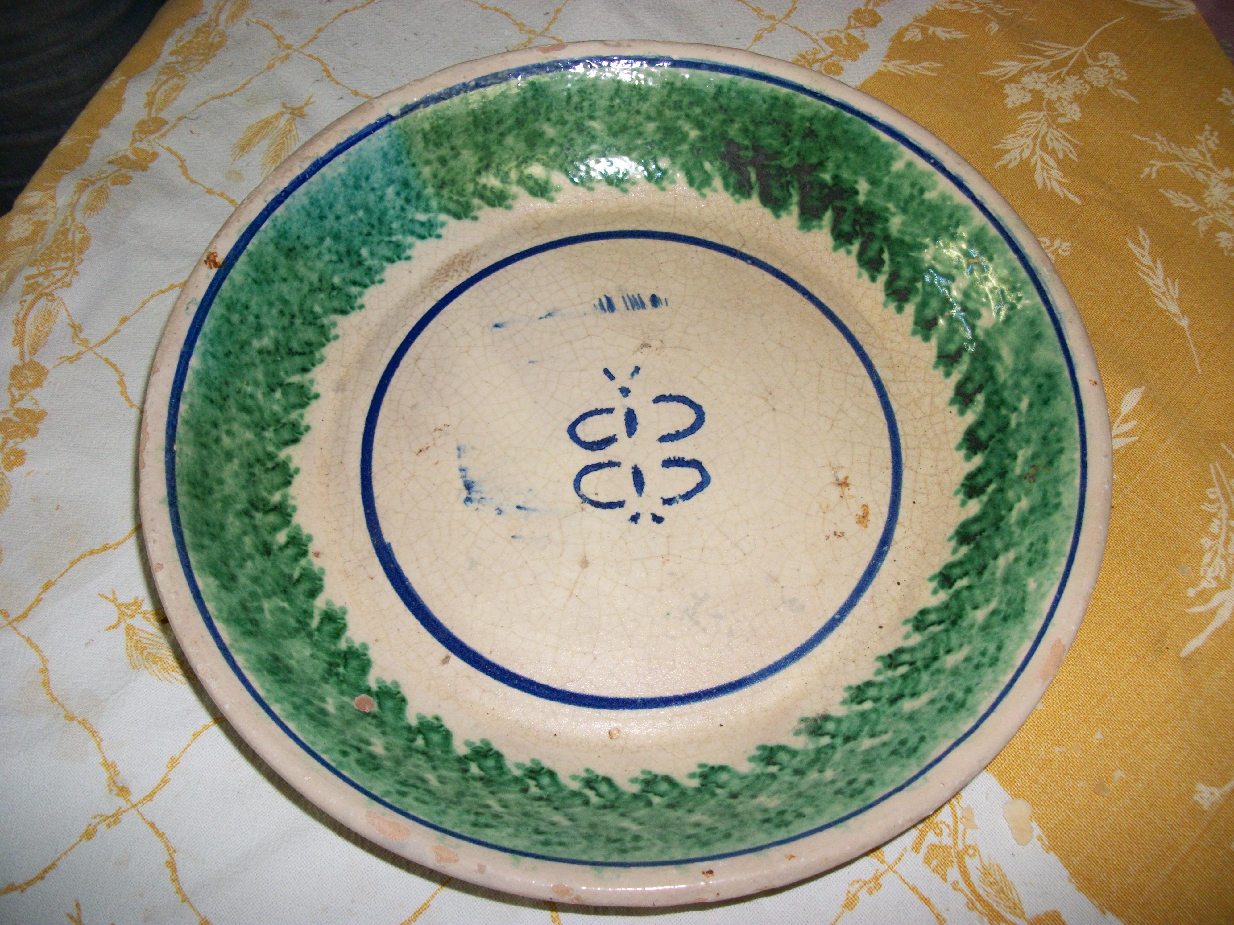 Piattaie antiche. piattaie antiche. servito di piatti manifattura